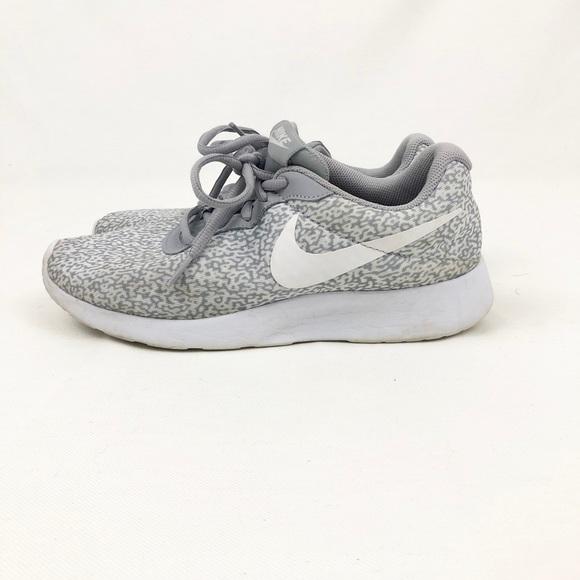 Nike Women's Tanjun Sneaker Size 7.5